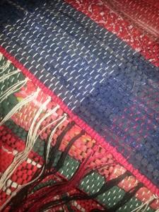 Den här mattan ska få en orientalisk fläta som avslut. Ska bara lära mig hur man gör en sådan.
